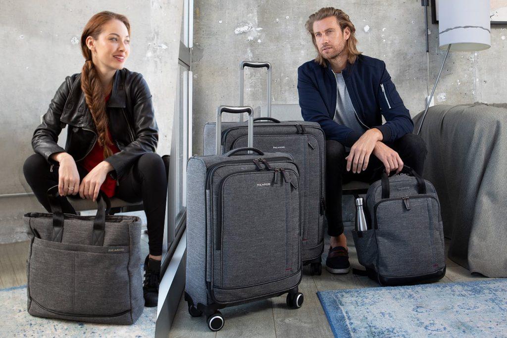Nên mua vali nhựa hay vải với thông tin cụ thể